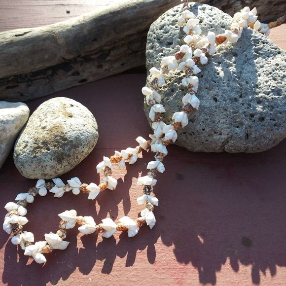 VIntage Jewelry - Genuine Vintage Seashell Necklace from Hawaii